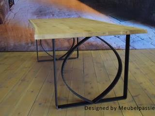Industriële tafel Tjonger:   door Meubelpassie, Industrieel