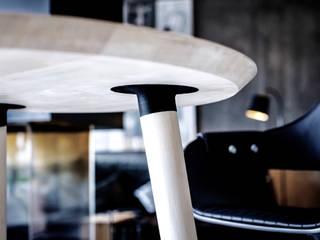 Tisch Ronda: modern  von Toni Egger Tischlerei,Modern