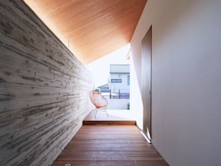 Asian style corridor, hallway & stairs by 一級建築士事務所 株式会社KADeL Asian