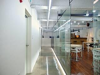 논현동 사무실 인테리어: (주)건축사사무소 예인그룹의  계단