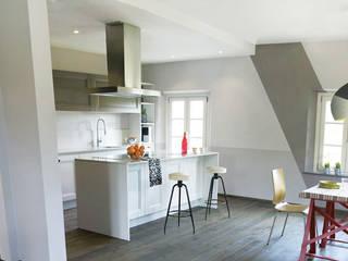 Interior Design e palette colore e inserimento di elementi d'arredio vintage / di recupero: Cucina in stile  di Rifò