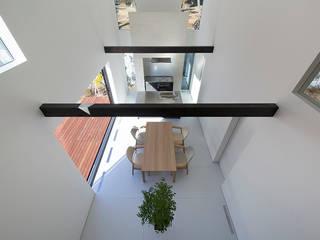 鎌倉 長谷の家: 松岡淳建築設計事務所が手掛けたサンルームです。,