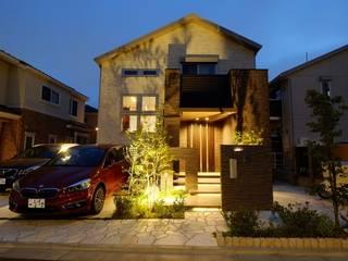 ライトに照らし出される幻想的、外構。: 株式会社 風知蒼が手掛けた家です。