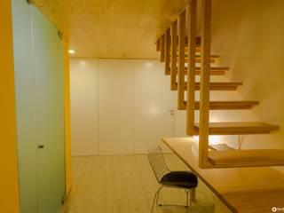 APARTAMENTO PEIXOTO: Corredores e halls de entrada  por Nuno Ribeiro arquitecto,Minimalista
