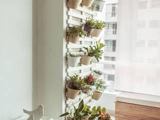 Sala de estar integrada com varanda gourmet.: Jardins  por INTERIOR - DECORAÇÃO EMOCIONAL,Moderno