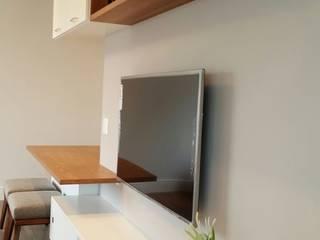 Salas multimedia de estilo moderno de ICONO Projetos e Interiores Moderno