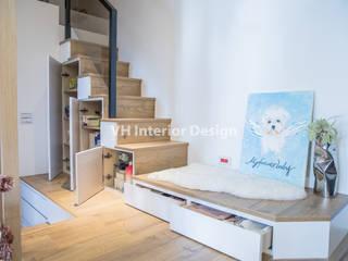 Escaleras de estilo  por VH INTERIOR DESIGN,