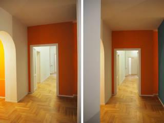 CASA COLOSSEO: Ingresso & Corridoio in stile  di COFFICE