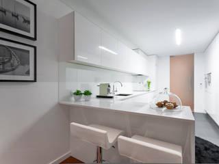 Hangree Kitchen: Armários de cozinha  por EMME Atelier de Interiores