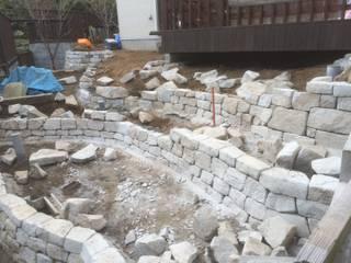 石積み施工中: 庭や煌久が手掛けたロックガーデンです。