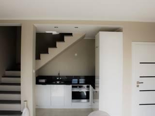 Mieszkanie dwupoziomowe: styl , w kategorii Aneks kuchenny zaprojektowany przez AMI INTERIOR Projektowanie Wnętrz