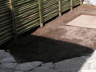坪庭 施工前: 庭や煌久が手掛けたです。
