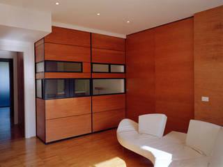 Twin flats: Cucina attrezzata in stile  di officinaleonardo, Minimalista