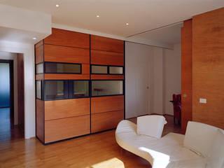 Twin flats: Cucinino in stile  di officinaleonardo, Minimalista