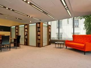 Biblioteka Fundacji Wisławy Szymborskiej: styl , w kategorii  zaprojektowany przez Janusz Apostolski FPU Meble Stylizowane i Nowoczesne
