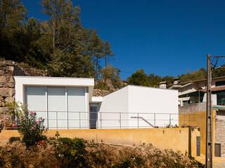 Einfamilienhaus von NUNO DURAO ARQUITECTOS, Modern