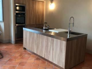 Modern style kitchen by arclinearoma Modern