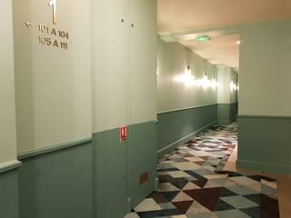 Modern corridor, hallway & stairs by Ferreira de Sá Modern