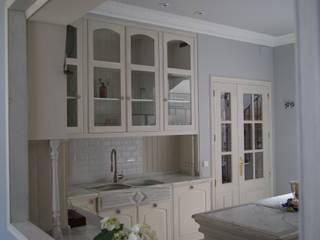 Casa 02 Cocinas de estilo clásico de carjaresa Clásico