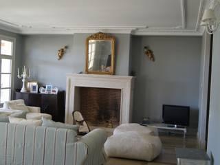 Casa 02 Salones de estilo clásico de carjaresa Clásico