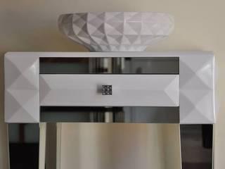 Nowoczesna komoda z lustrzanymi nogami -jedna szuflada : styl , w kategorii  zaprojektowany przez ACOCO DESIGN