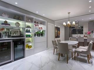 APARTAMENTO BARRA - BA: Salas de jantar  por Pires e Medeiros Arquitetura,Moderno