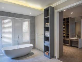 Houghton Residence: Effective bathroom storage Modern bathroom by Dessiner Interior Architectural Modern