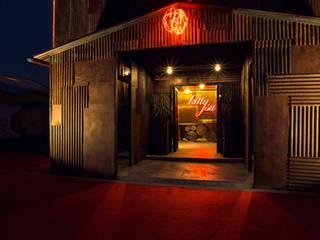 kitty su Modern bars & clubs by omkarcreateurs Modern
