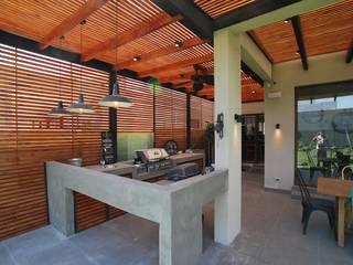 Balkon, Beranda & Teras Modern Oleh Selica Modern