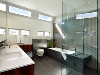 Corcoran House:  Bathroom by KUBE Architecture