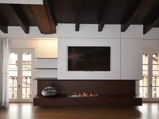 Appartamento Contrada delle Cossere: Soggiorno in stile  di Gianfranco Sangalli Architetti, Minimalista