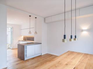 Umbau und Kernsanierung eines Wohnhauses in Mannheim:  Esszimmer von Hage Architektur