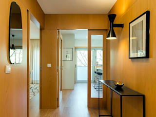 Tangerinas e Pêssegos - Design de Interiores & Decoração no Porto Modern Corridor, Hallway and Staircase Wood Wood effect