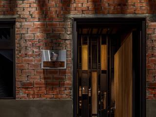 漢玥室內設計 Modern style doors Wood Brown