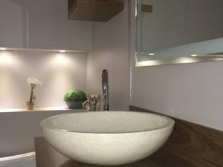 Meuble salle de bain design:  de style  par Christine Vuillod, Architecte d'intérieur