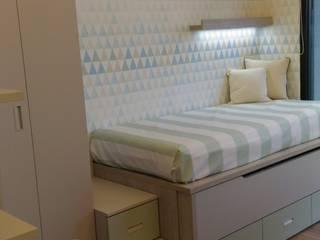 Cameretta per 2 bambini con letto estraibile: Camera ragazzi in stile  di Spaziojunior