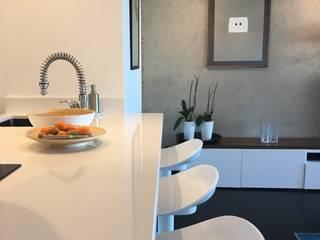 Ilot de cuisine ouverte: Cuisine de style de style Moderne par Christine Vuillod, Architecte d'intérieur