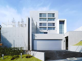 2層の地下空間を擁する4層のRC住宅 の JPホーム株式会社 モダン