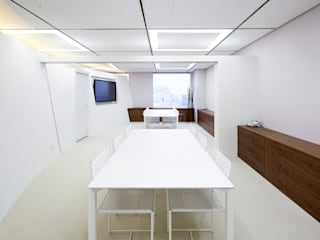 โดย 一級建築士事務所 株式会社KADeL โมเดิร์น