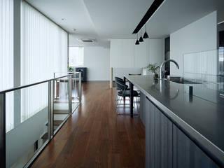 自然環を取り込むフィルターの家: 一級建築士事務所 株式会社KADeLが手掛けたキッチンです。