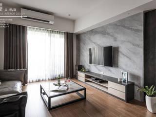 Salas / recibidores de estilo  por 百玥空間設計, Ecléctico