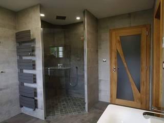 Douche italienne angle: Salle de bains de style  par RG Intérieur