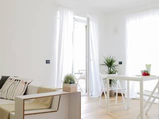 Home staging - Living: Soggiorno in stile  di Made with home