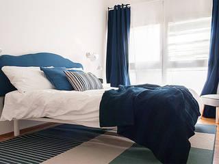Camera matrimoniale: Camera da letto in stile  di Made with home