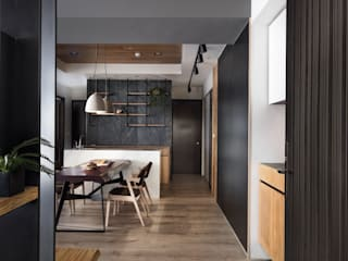 Pasillos, vestíbulos y escaleras de estilo moderno de 極簡室內設計 Simple Design Studio Moderno