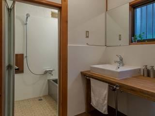 借家の家: 山本嘉寛建築設計事務所 YYAAが手掛けた浴室です。,