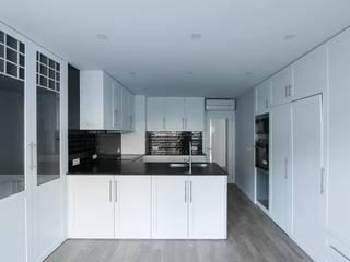 Kitchen by Sérgio Coimbra Martins, Unipessoal, Lda, Modern