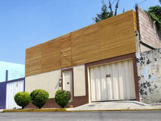 Intervención Fachada: Casas de estilo  por Van Herck-Arquitectos
