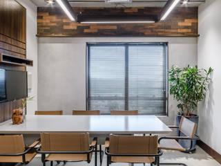 sede imobiliária Riccio Espaços comerciais industriais por okha arquitetura e design Industrial