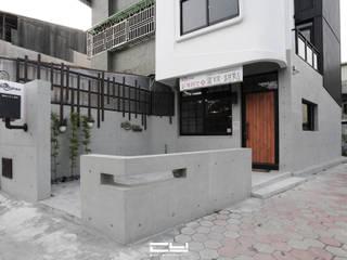 台南市安平區/老宅翻修/黑白之間 根據 臣月空間工程 簡約風